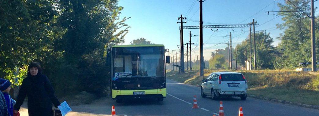 У Брюховичах рейсовий автобус наїхав на 49-річного чоловіка