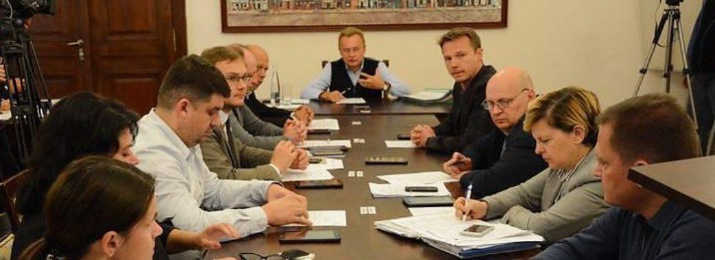 Заборонено приймати подарунки: для чиновників львівської мерії прийняли Кодекс етичної поведінки