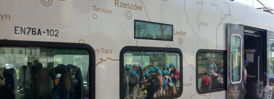 Поляки запустили електричку зі зображенням Львова у складі Польщі