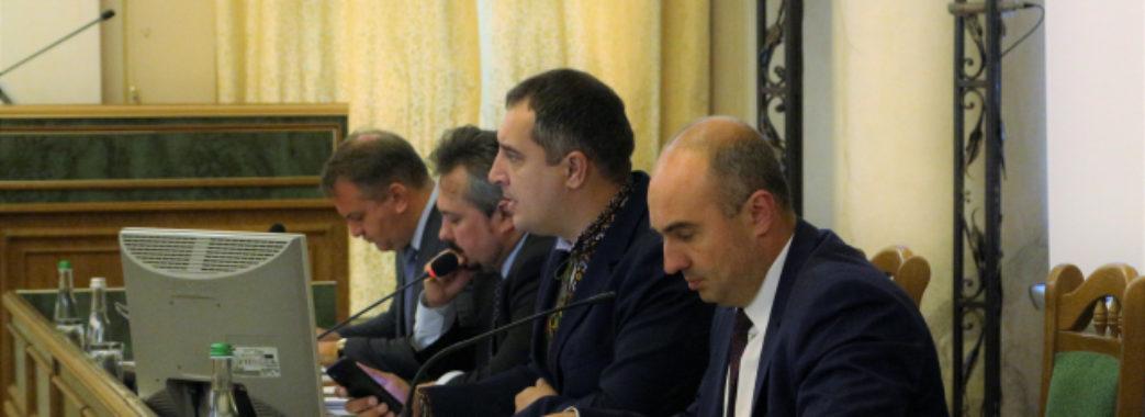 «Під вами хитається крісло»: депутати обласної ради пропонують звільнити Олександра Ганущина