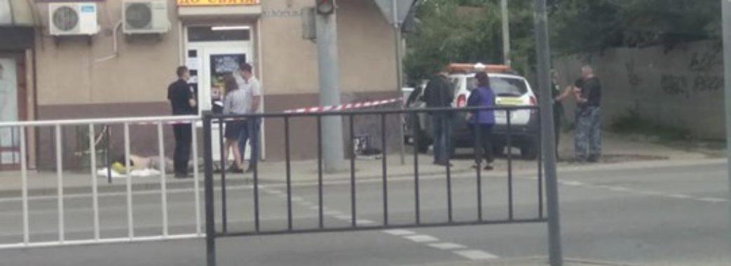 Чоловік помер біля горілчаного магазину у Львові