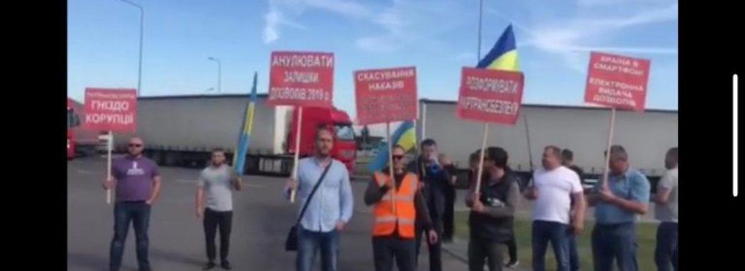 На кордонах з Польщею страйкують далекобійники