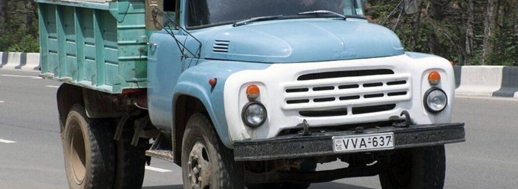 Не поставив на гальма: мешканця Городоччини переїхала власна вантажівка