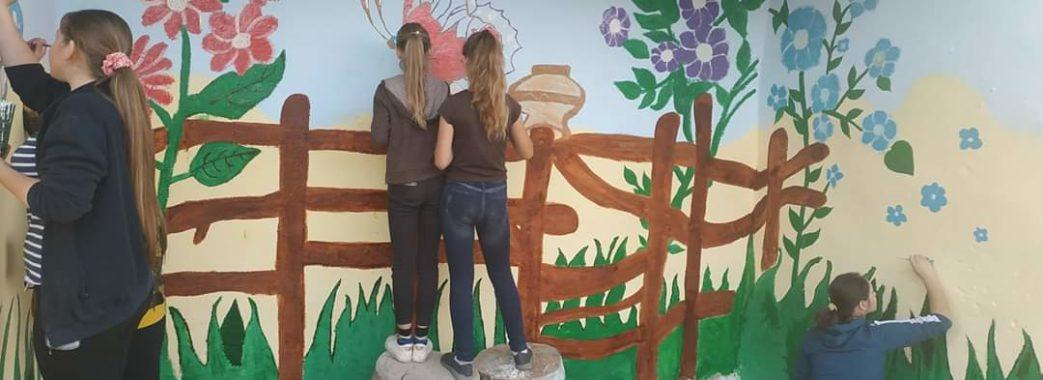 На Сколівщині школярі самотужки відновили зупинку