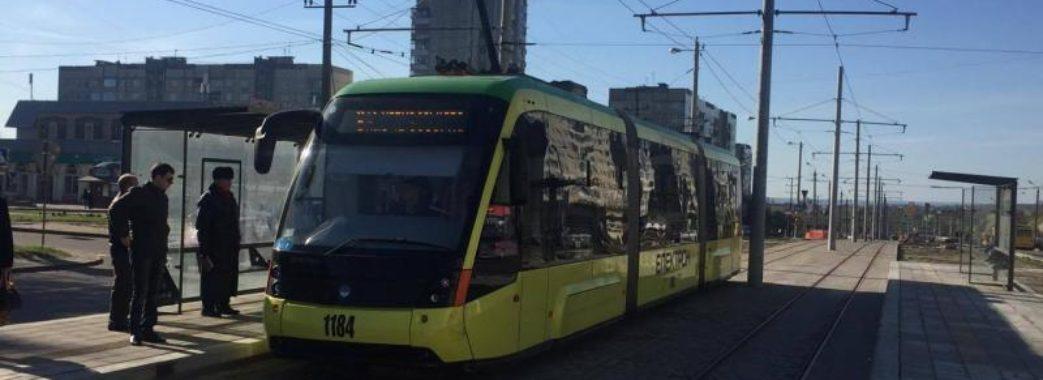 Поліцейські шукають очевидців поранення чоловіка у трамваї №8