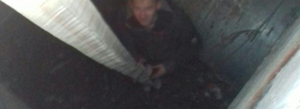 У Львові чоловік впав у 4-метровий колектор