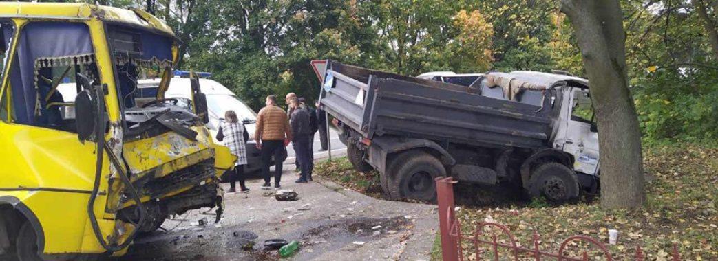 Страшна аварія біля Городка: 10 постраждалих