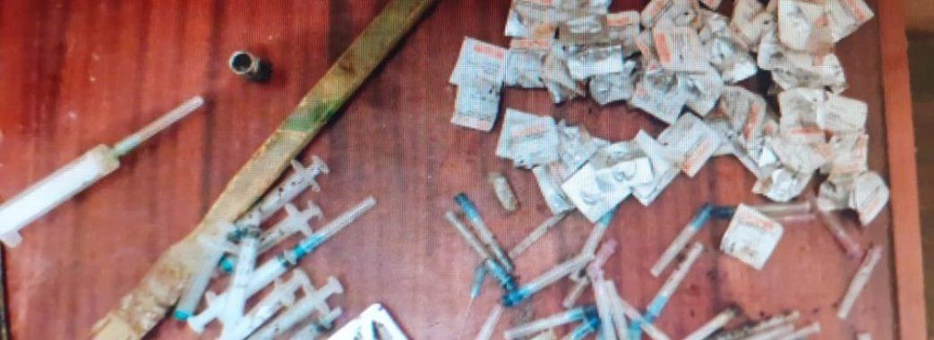 У Пустомитах затримали озброєного продавця наркотиків