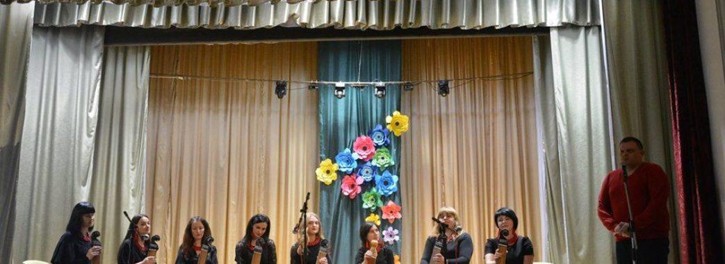 «На першу репетицію прийшло троє дівчат»: у Миколаєві виступали бандуристки-«етнодарочки»