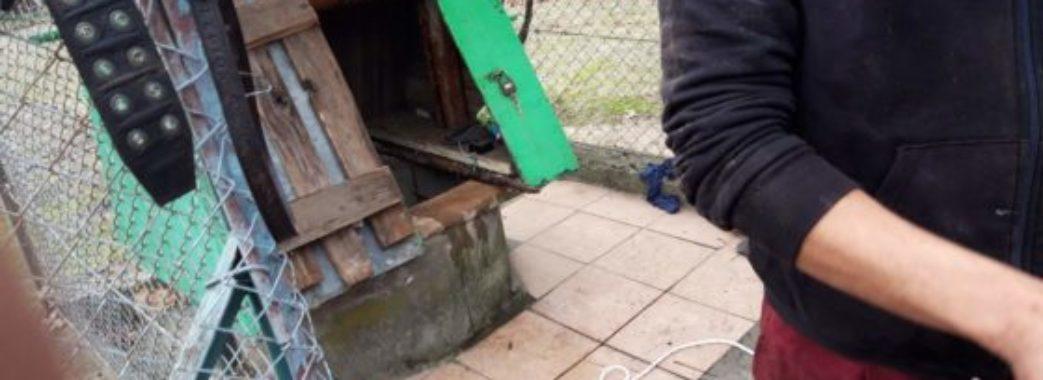 Народився у сорочці: на Городоччині чоловік провалився у 18-метровий колодязь