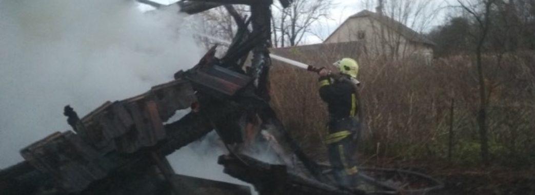 «Можливо, хтось палив траву»: на Городоччині згорів будинок
