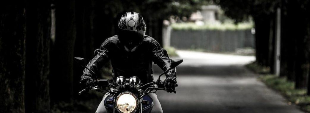 Львівські правоохоронці розшукують мотоцикліста, який збив дівчину та втік