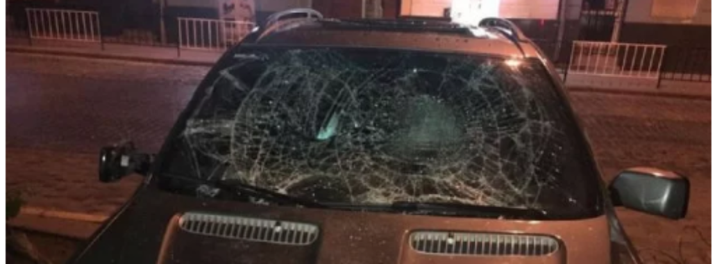 Львів'янин, який стрибав по чужому автомобілі, тепер змушений заплатити майже 450 тисяч гривень