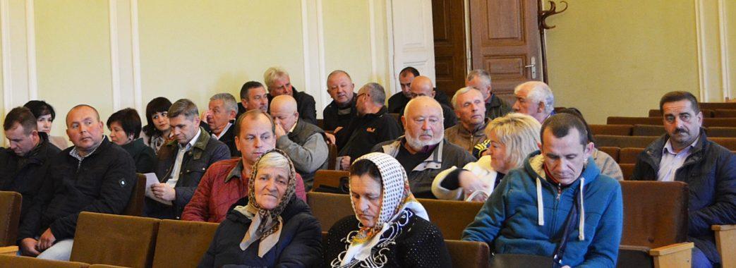 «Хіба вони думають про людей? Захищають свої інтереси»: мешканці Старосамбірщини прийшли з вимогами до ЛОДА