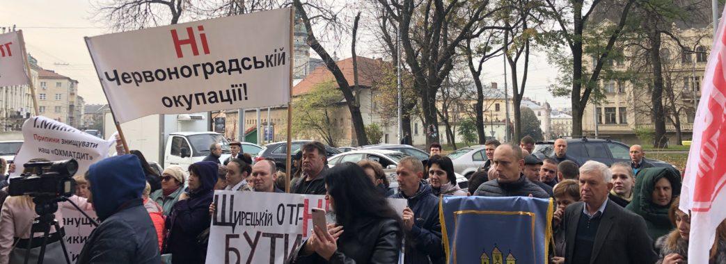 «Почуйте голос громади»: під ЛОДА мітингують сотні людей (відео)