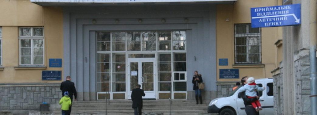У Львові закривають ОХМАТДИТ: працівники лікарні та батьки пацієнтів обурені