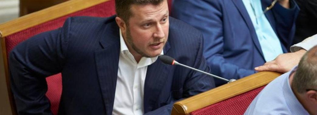Українців й далі розводитимуть на гроші: у партії президента заступились за корупційні схеми