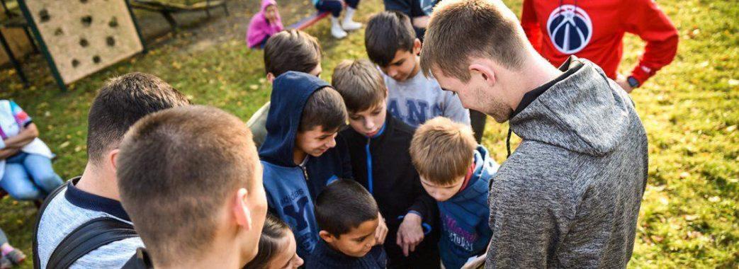 Львівські футболісти навідались до дитячого будинку