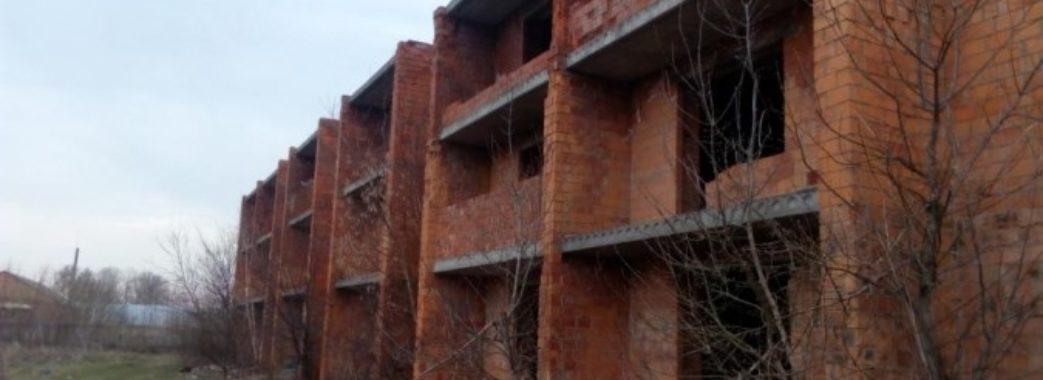 У Львові чоловік вижив після падіння з 8 поверху
