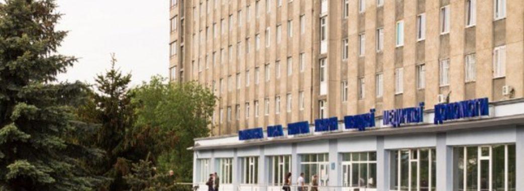 Львівського паталогоанатома оштрафували за те, що вимагав у родичів померлих хабарі