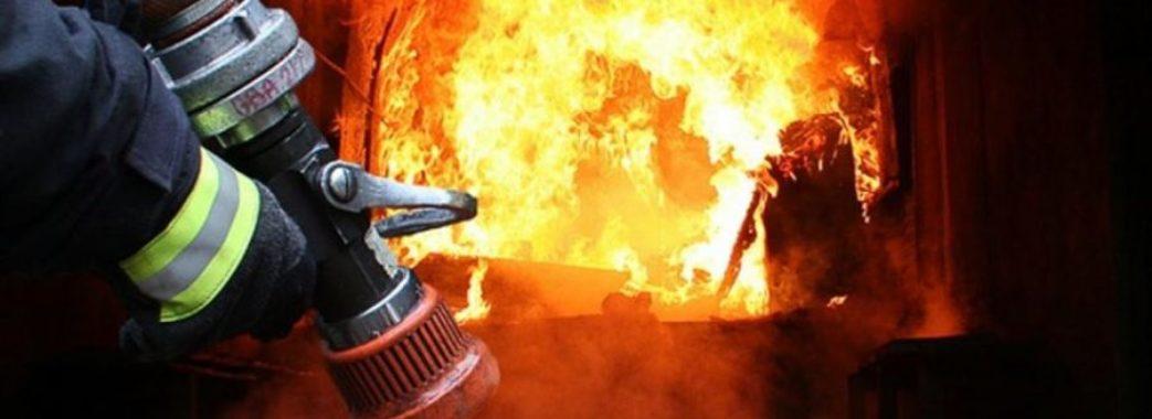 Городоцькі рятувальники витягнули двох людей з вогню
