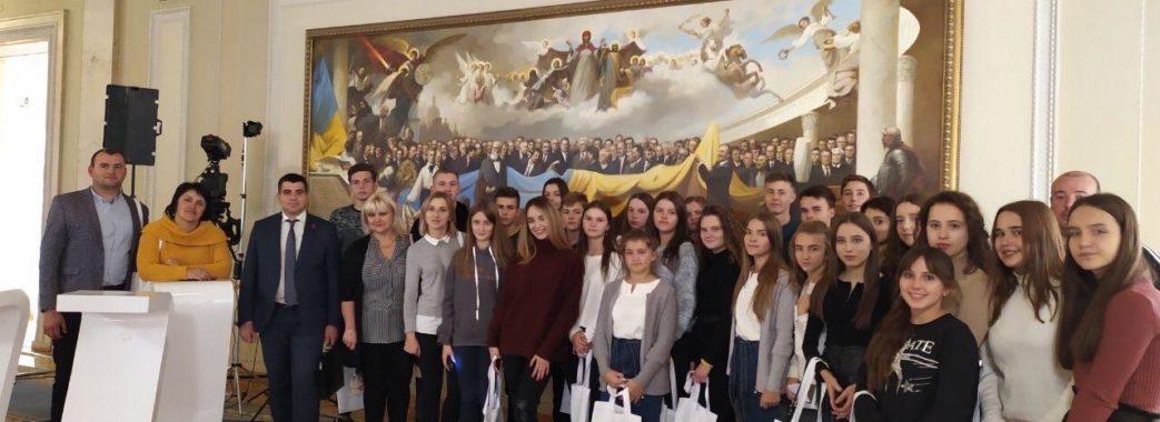 Молодь Яворівщини запрошують у Верховну Раду