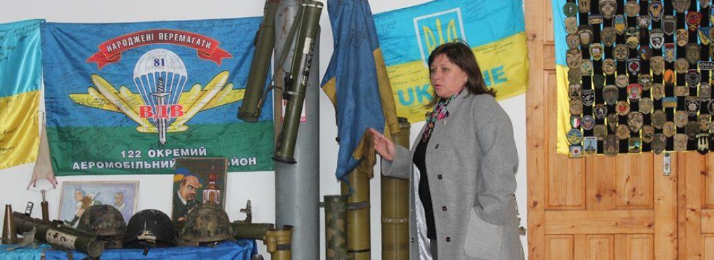Каска, яка врятувала життя воїну: на Миколаївщині відкрили виставку АТО
