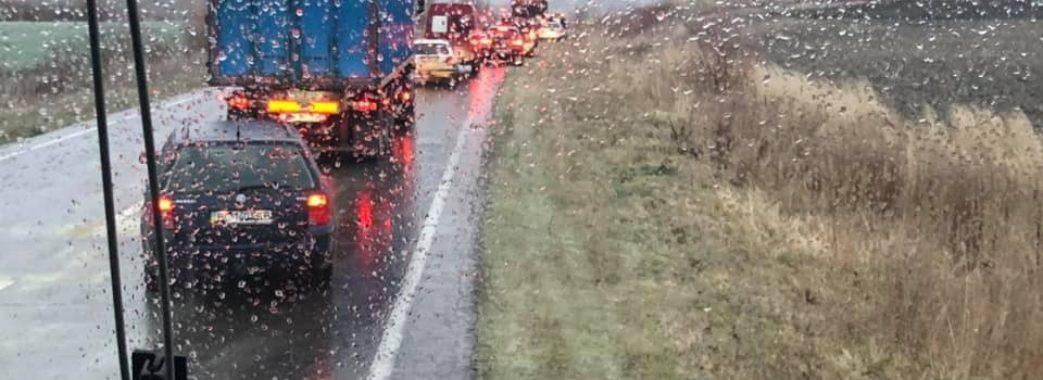 Через ожеледицю на дорогах сталося кілька ДТП: водіїв просять бути уважними