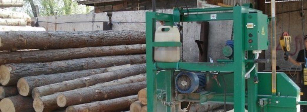 «Будував для сім'ї хату»: на Дрогобиччині чоловіка задавило дерев'яними колодами