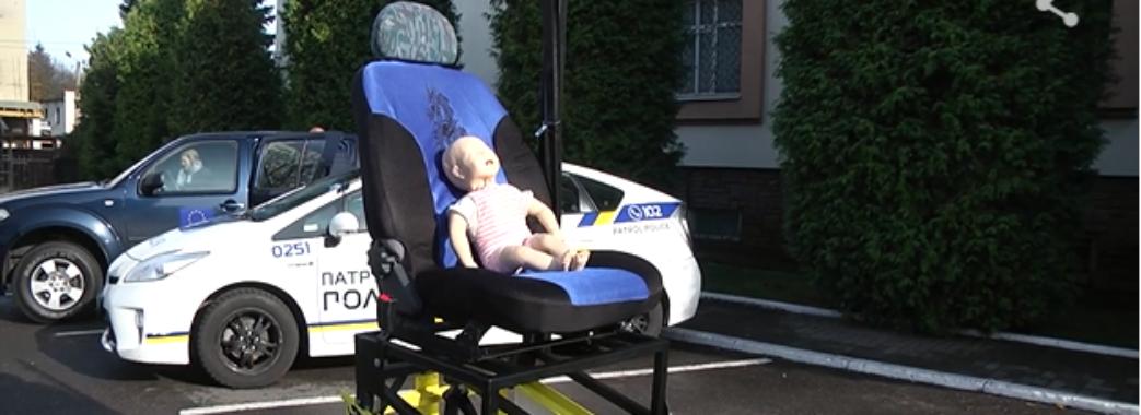 Патрульні показали, що може статись з дитиною без автокрісла під час аварії