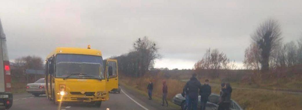 На Пустомитівщині шкільний автобус з 20 учнями потрапив у ДТП