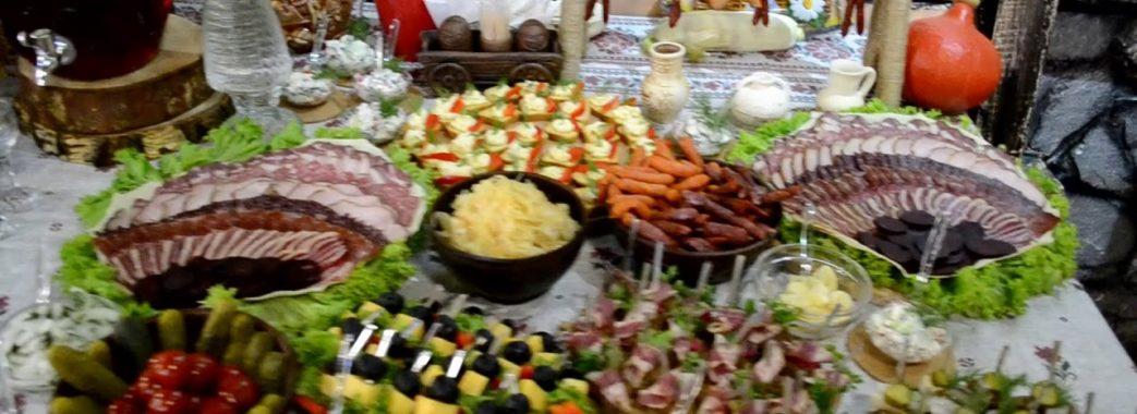 У львівському ресторані отруїлися весільні гості: їли м'ясо, рибу та салати