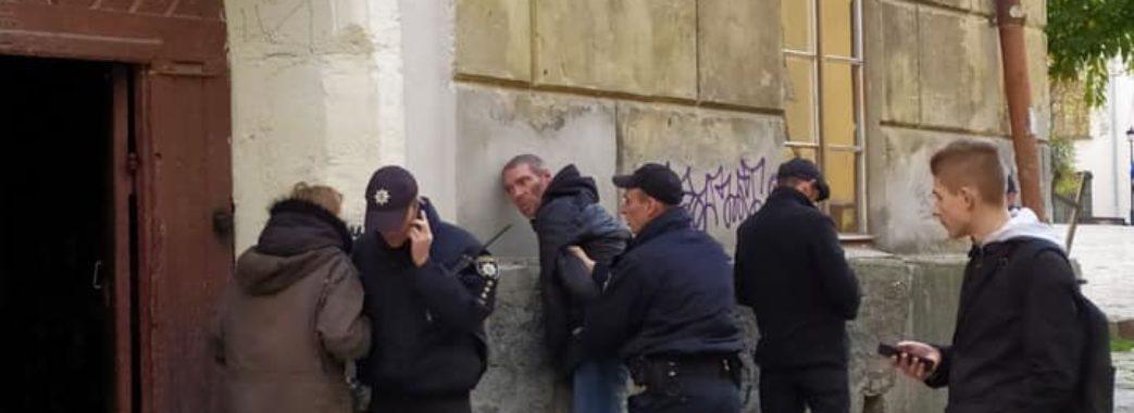 Львівські підлітки допомогли поліції затримати нетверезих грабіжників зі зброєю