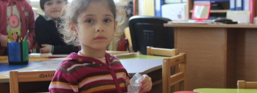 «90 відсотків дітей в інтернатах мають живих батьків» : у ЛОДА думають, як їх перевести у сім'ї
