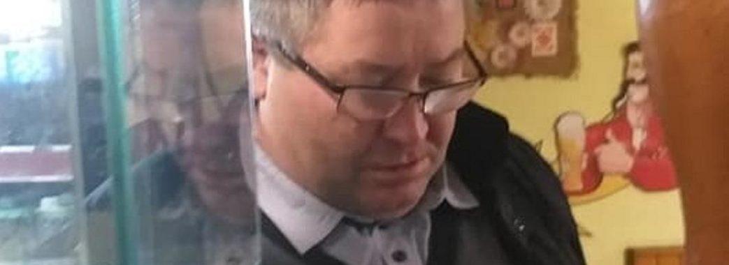 Сільський голова з Пустомитівщини розбив голову офіціантці