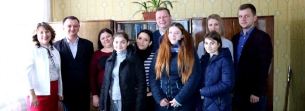 На Сокальщині сиротам подарували квартири