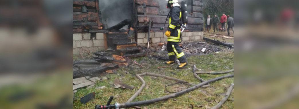 «Тридцять років тим жив»: у відомого на Старосамбірщині пасічника згорів будинок