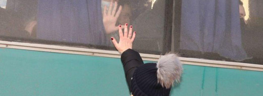 Сепаратисти доставляють українських полонених до місця обміну