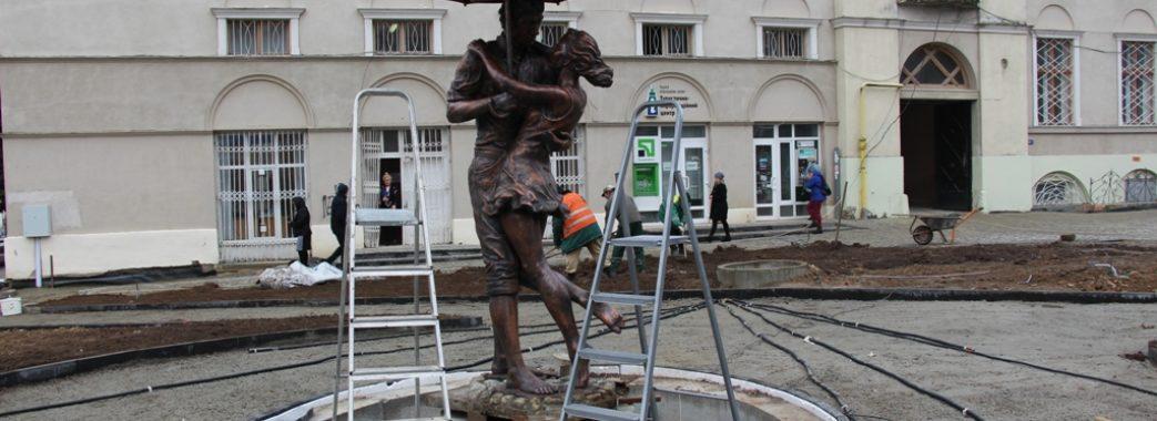 У Дрогобичі з'явилася «Закохана пара під дощем»