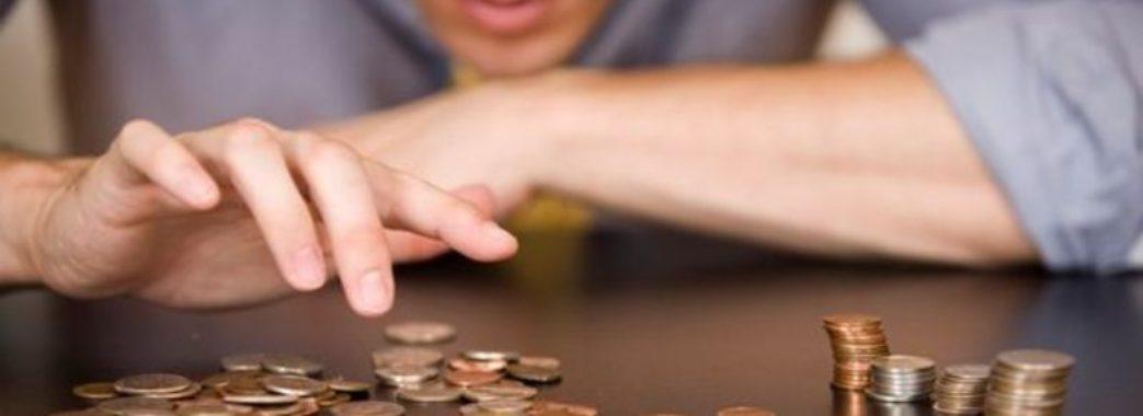 Стало відомо, скільки зарплати заборгували учителям та лікарям Львівщини