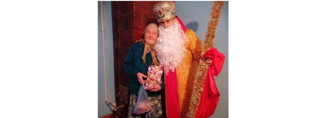 На Самбірщині Святий Миколай відвідував літніх людей (ВІДЕО)