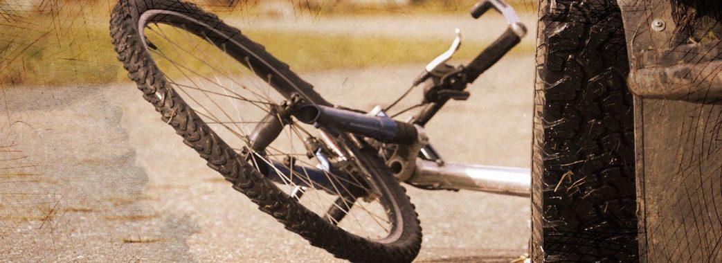 На Самбірщині під колесами автомобіля загинув велосипедист