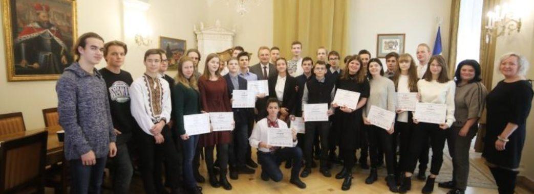 30 львівських школярів отримали премії по 10000 гривень