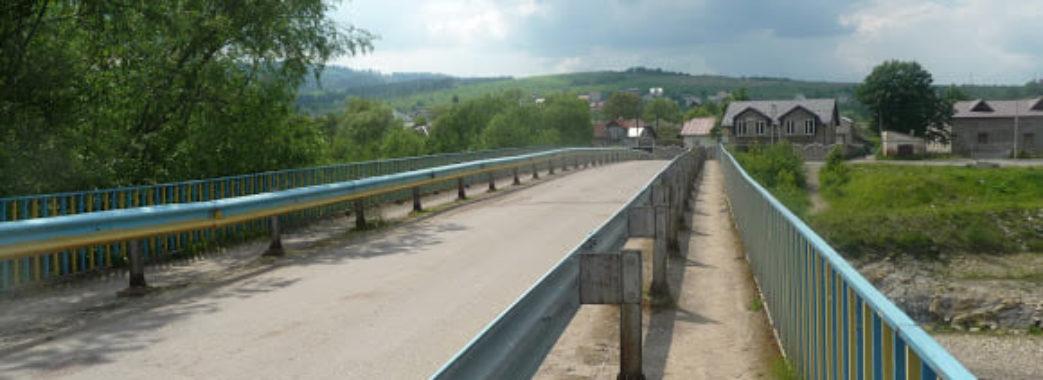 У Самборі з мосту впав 19-річний хлопець