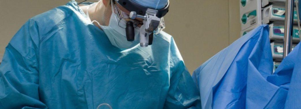 Львівські медики врятували від паралічу підлітка із зламаним хребтом
