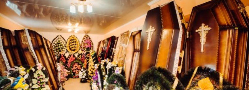 На Жовківщині дотла згорів салон із трунами та вінками
