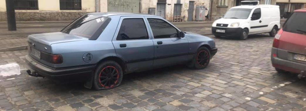 У Львові через конфлікт на дорозі водієві порізали шини