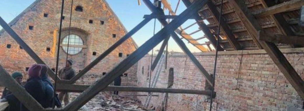 У фондосховищі галереї мистецтв в Олесько обвалився дах