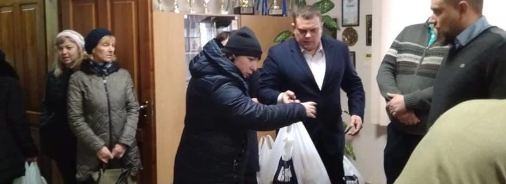 У Миколаєві потребуючі отримали різдвяні подарунки