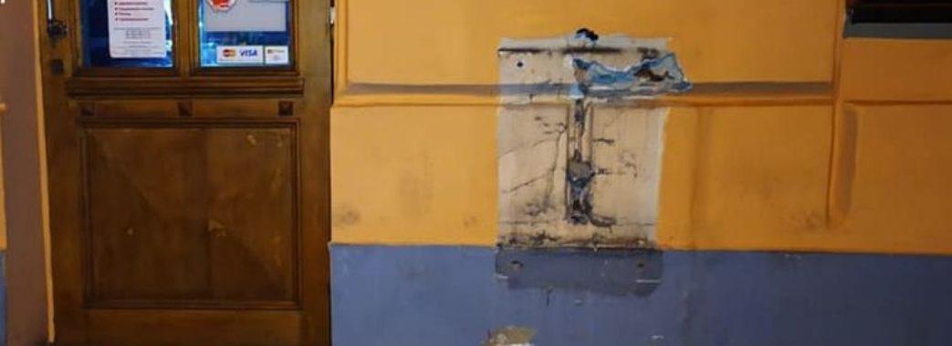 У Львові таксист та пасажир викрали платіжний термінал